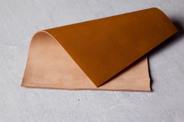 Signature-Leather-Tan-Lifestyle-001