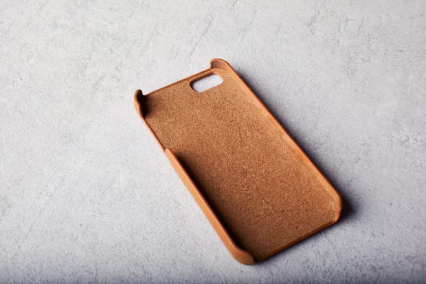 iPhone-5s-Wallet-Case-Tan-Lifestyle-001