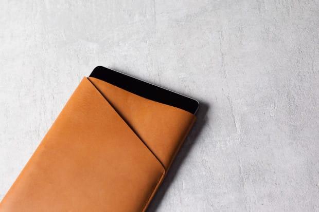 Slim-Fit-iPad-Air-Sleeve-Tan-Lifestyle-001