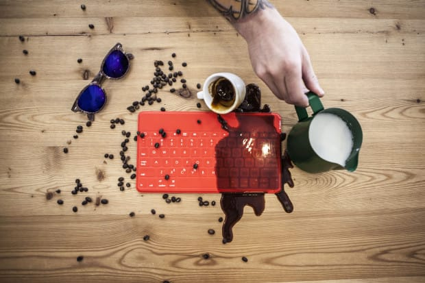 logitech-keys-to-go_coffee-spill_red