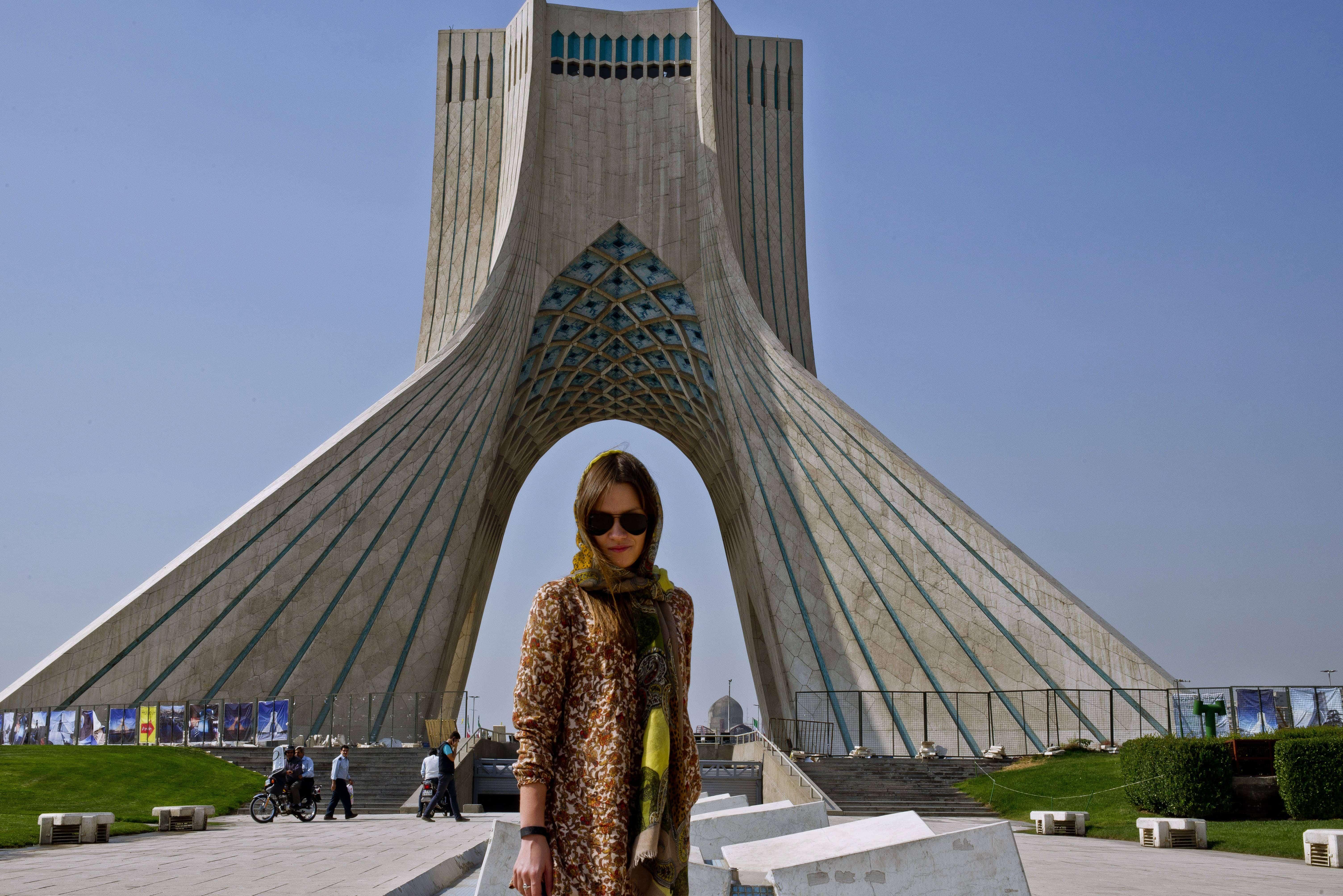 Wieża Azadi - zwana także Wieżą Wolności. Teheran, Iran, październik 2015.