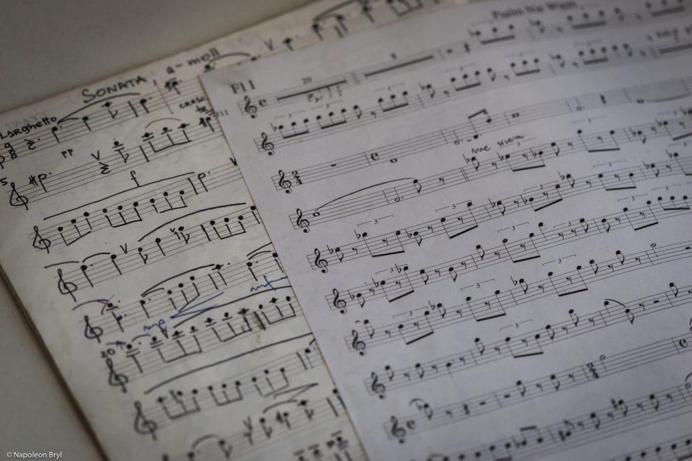 Muzyk z iPadem