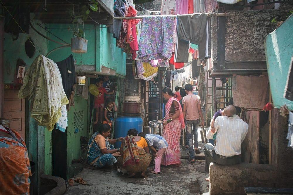 Od książki czytanej w Afryce do slumsów Bombaju