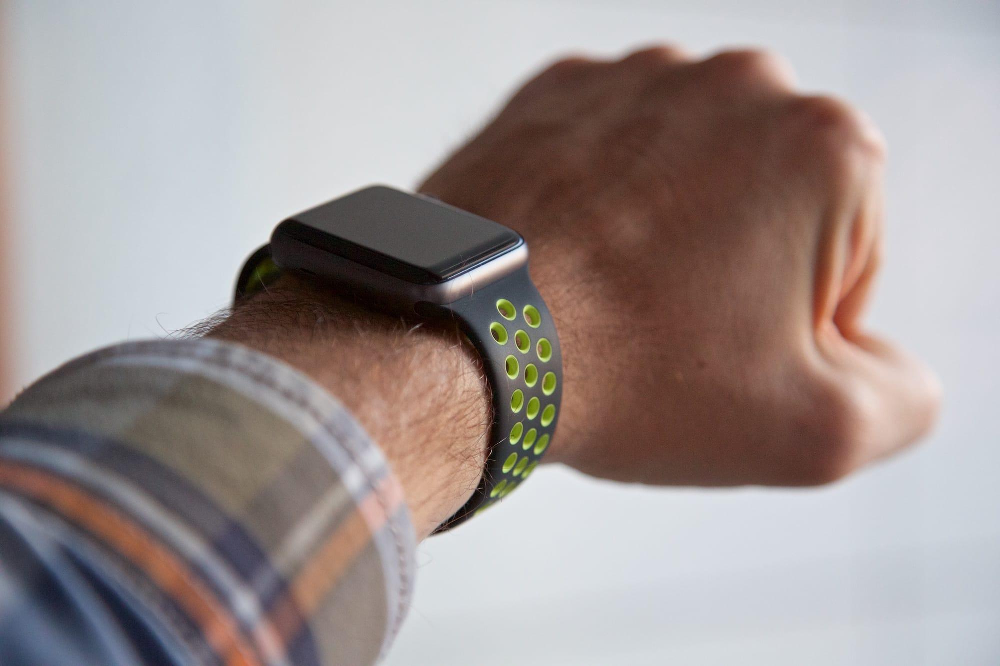 Не особо много, в общем, так что можно считать этот текст обзором, собственно, apple watch series 2.