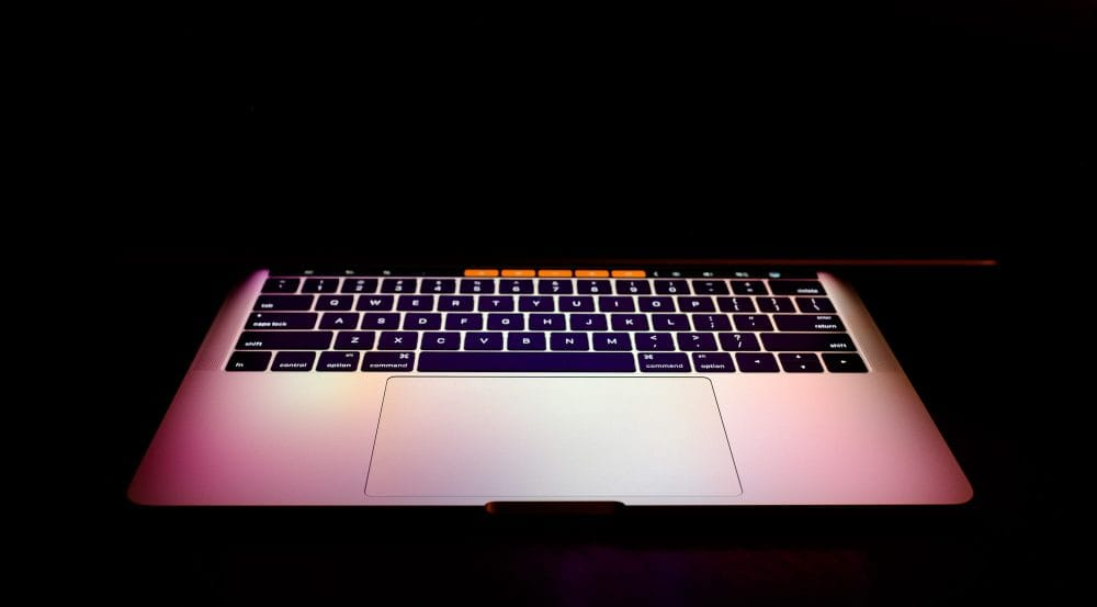MacBook Pro 13″ z Touch Bar – dzień #1